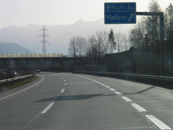 Family ski region Dachstein West:  A10 Hallein Most ski drivers from Germany come about the A10 Tauern - highway.  Only 12 kms up to the  departure Golling, from where it  goes on to the ski area Dachstein West.
