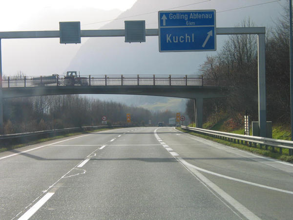 Family skiing area Dachstein West:  A10 Kuchl Still 6 kms up to motorway exit Golling. Then from the departure Golling it farther goes in the ski region Dachstein - west.