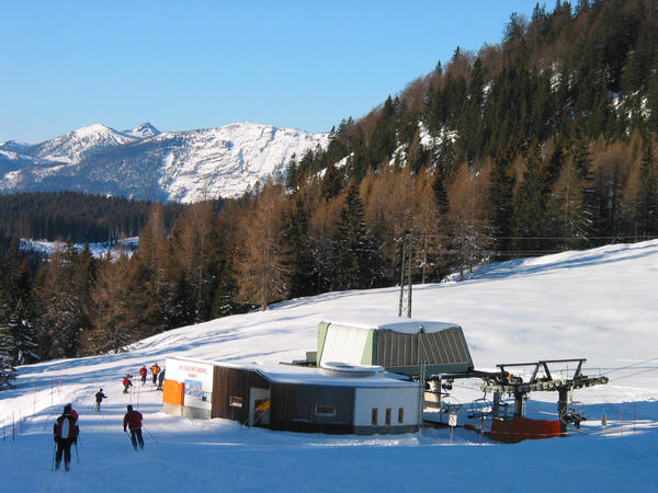 Family skiing area Dachstein West:  sight mountain With this chairlift one can do upwards to big  panorama look  again.