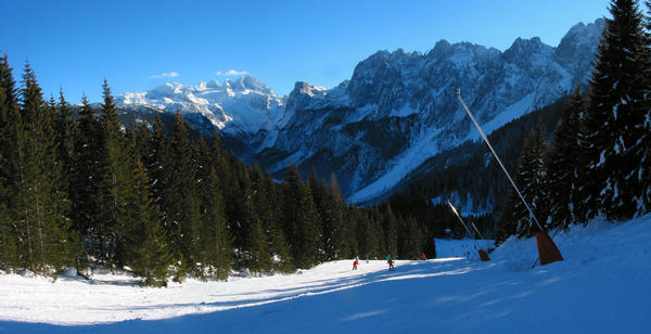 Austria skiing area Dachstein West:  mountain panorama Before an impressive mountain panorama it goes down to the valley station of the Zwieselalm chairlift 2.