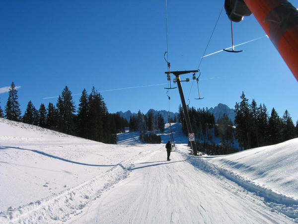 Family ski region Dachstein West:  Falmberg T-bar lift The Falmberg T-bar lift, is partially very level.