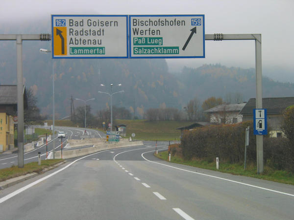 Winter sport Austria Dachstein West:  crossing Lammertal Shortly after the highway departure Golling Abtenau you come to a branching out. They drive to the left in the direction of Bad Gosiern, Radstadt, Abtenau in Lammertal.