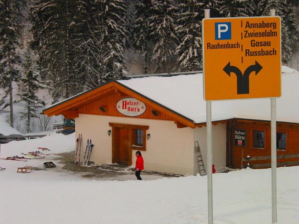 Winter sport Austria Dachstein West:  Rauhenbach parking lot One hour earlier than planned we reach the Holzerhüttn at Rauhenbach parking lot. To explore time enough around the still lift on other side of the street.