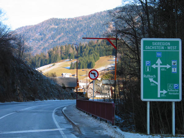 Austria skiing area Dachstein West:  sign Hornbahn You see 30.6 kms after the highway departure Golling this shield. 200 ms after the shield to the right to the parking lot of Russbacher Hornbahn  turn off.