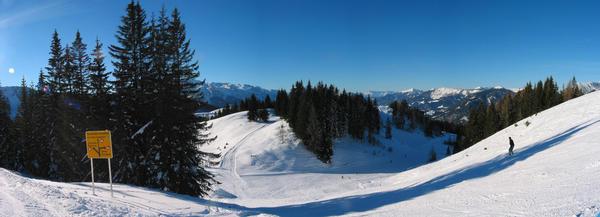 Austria ski region Dachstein West:  branch glacier sight Own lift leads to the Gletscher look. We drive further in the direction Annaberg.