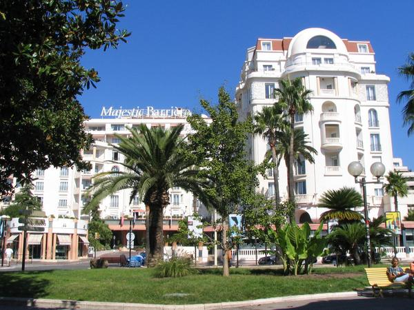 Hotel Majestic Barrie Cannes Photos of hotels directly on the beach of Cannes in immediate nearness to the film festival palace: Hotel Majestic Barrie Cannes