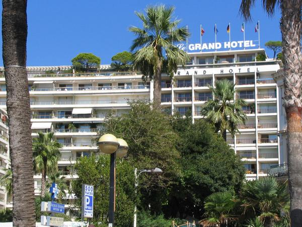 La Gand Hotel Cannes Photos of hotels directly on the beach of Cannes in immediate nearness to the film festival palace: La Gand Hotel Cannes