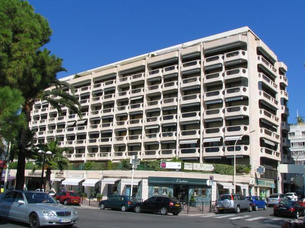 Residence Centre Croisette Cannes Photos of hotels directly on the beach of Cannes in immediate nearness to the film festival palace: Residence Centre Croisette Cannes