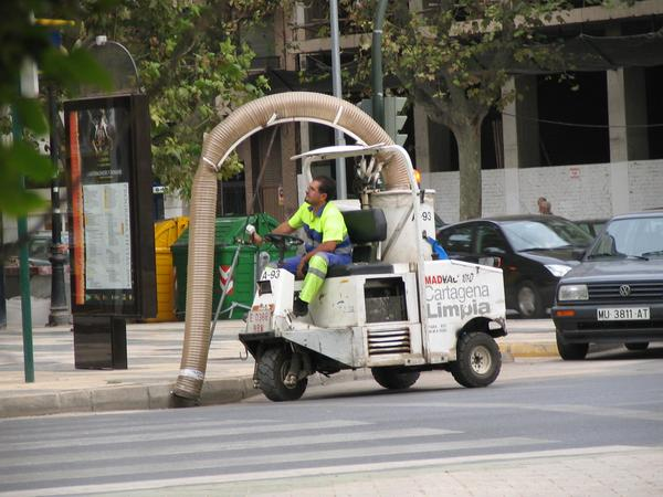 Scorpio aspirator Anyhow this road cleaning machine reminds of a scorpio. Sighted in Cartagena