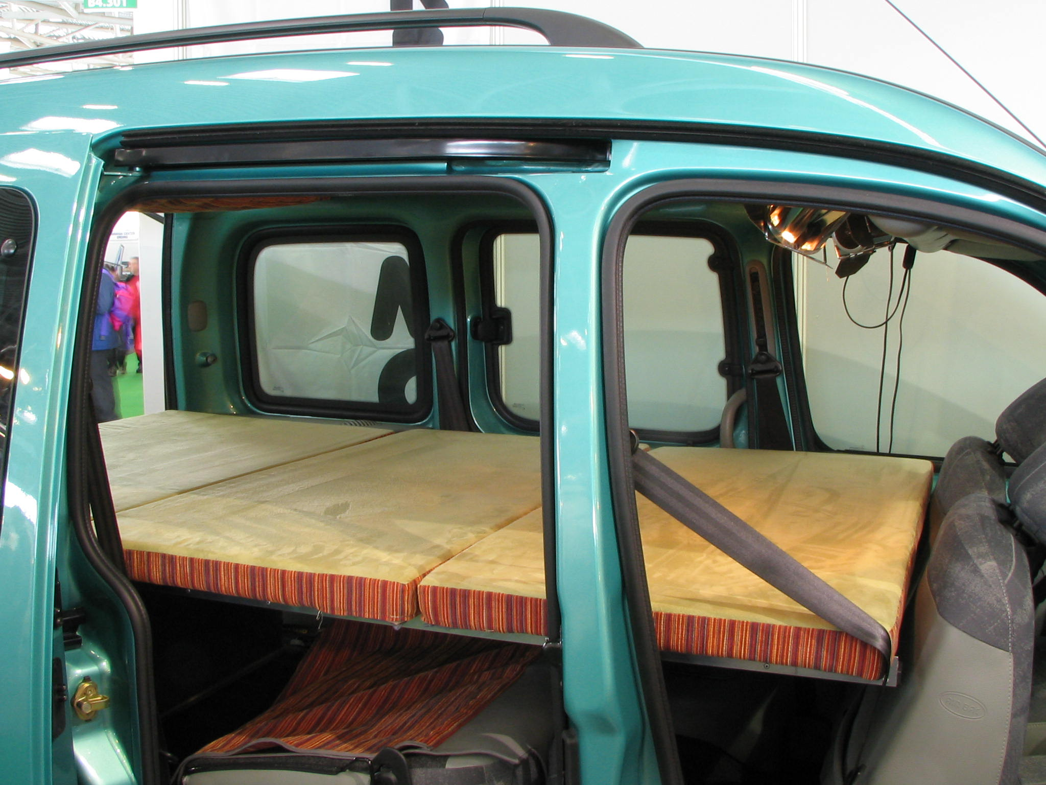renault kangoo cuddy under bed. Black Bedroom Furniture Sets. Home Design Ideas