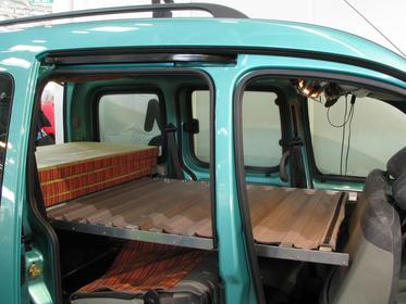 Renault Kangoo rebuilding The middle and front mattress is laid on the back mattress. Under it the duckboards from aluminum and cloth become visible which can be pushed together in order to save space.