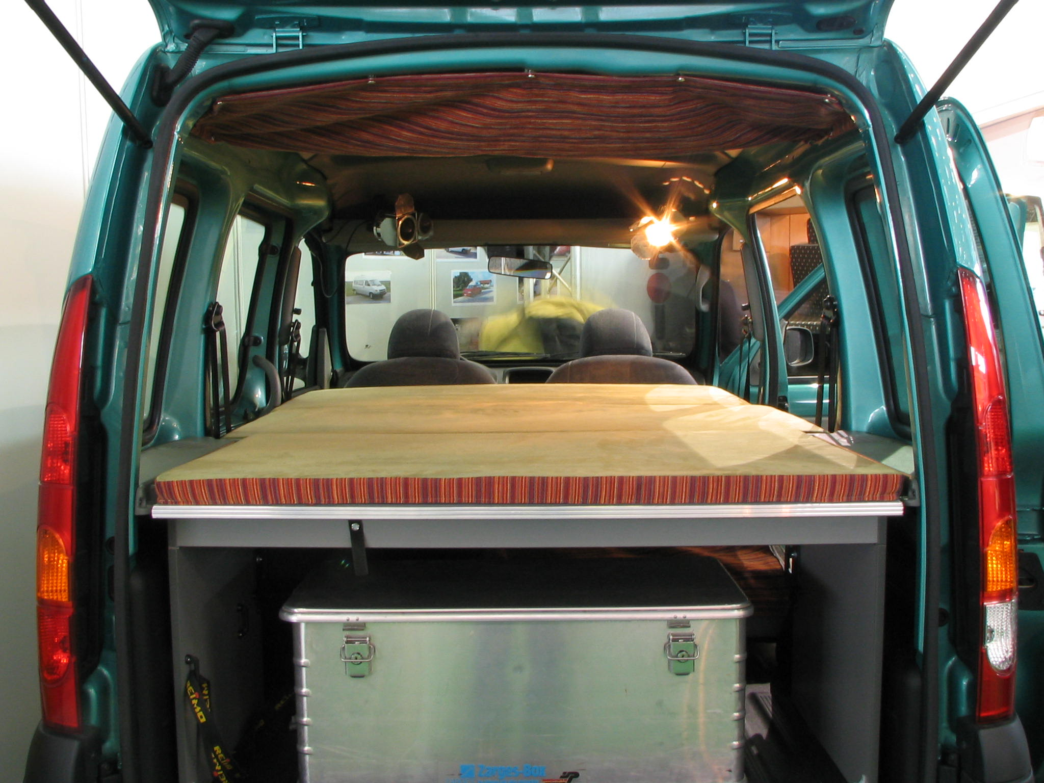 renault kangoo with camping equipment. Black Bedroom Furniture Sets. Home Design Ideas