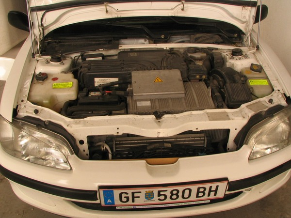Motor Peugeot 106 electric Instead of the internal combustion engine is in front in the middle the electric motor with 11 kW of continuous duty. Short time top achievement is 22 kW.