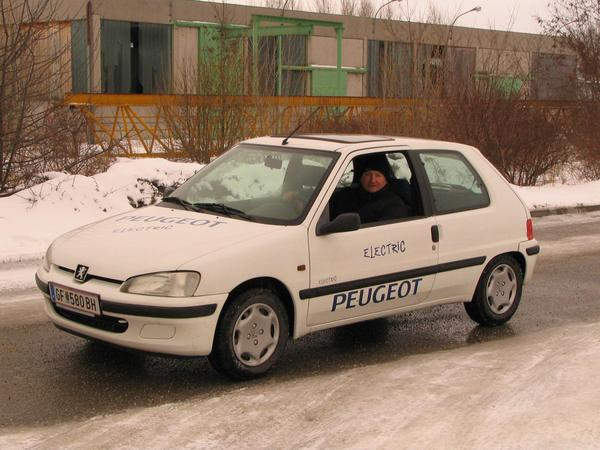 Peugeot 106 Electric There is a 106 also as an electric car. Herbert Eberhart bought one with 7000 kms used. Now he already has 30188 kms on it.