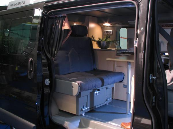 Renault Trafic Camping car: rear bench The surface of the seats has a clearly developed structure around the passengers for a better side hold. This becomes possible by an new innovative construction.