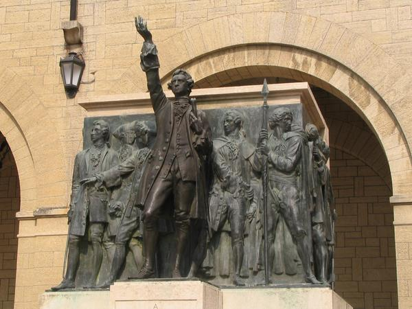 Monument for the speech to the freedom The  monument in the plaza Sant Agata is dedicated to the protectors of the freedom. It reminds about invasion in 1739 up to the retreat on the 5th February, 1740 of the Alberoni.