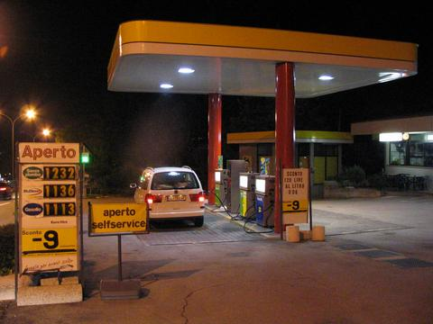Gasoline station in San Marino Absolut not for a tourism country are the gasoline stations after 8 pm. Only Italian bankomat cards. All written only in Italian