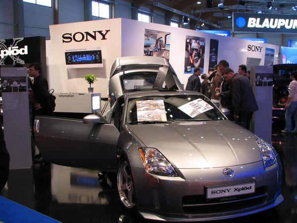 Sony car radio navigation without logbook Sports cars like this Nissan 350Z and a logbook on paper simply do not match. So this this sports car driver will pay unnecessary income tax.