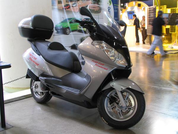 Fuel cell motor scooter Which advantages should a fuel cell have about the new generation from high power  lithium ion batteries? For a typical short range vehicle are only disadvantages.