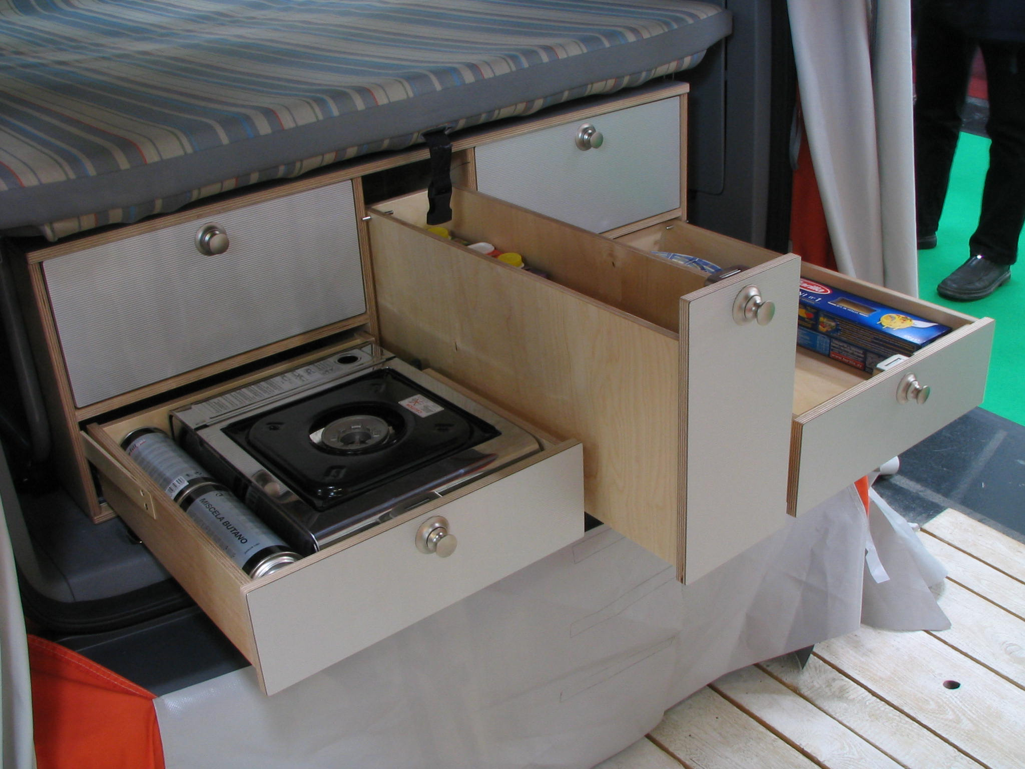 Vw caddy cing equipmentin comparison to the kitchen in the vw bus