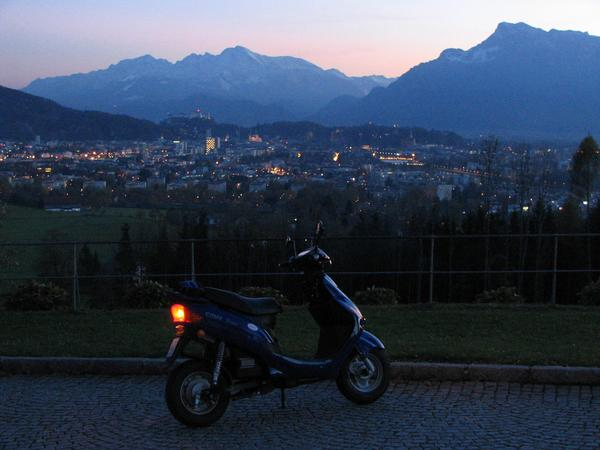 Salzburg Maria Plain Slow but without problems drives the E-Max S the steep access road to the
