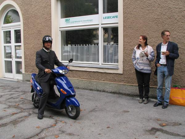 Robert Jungk library about future questions Saturday September 16th 2006, we invited at the Robert Jungk library for future questions for a test drive with the E-Max S, a substantial contribution for electric mobility.
