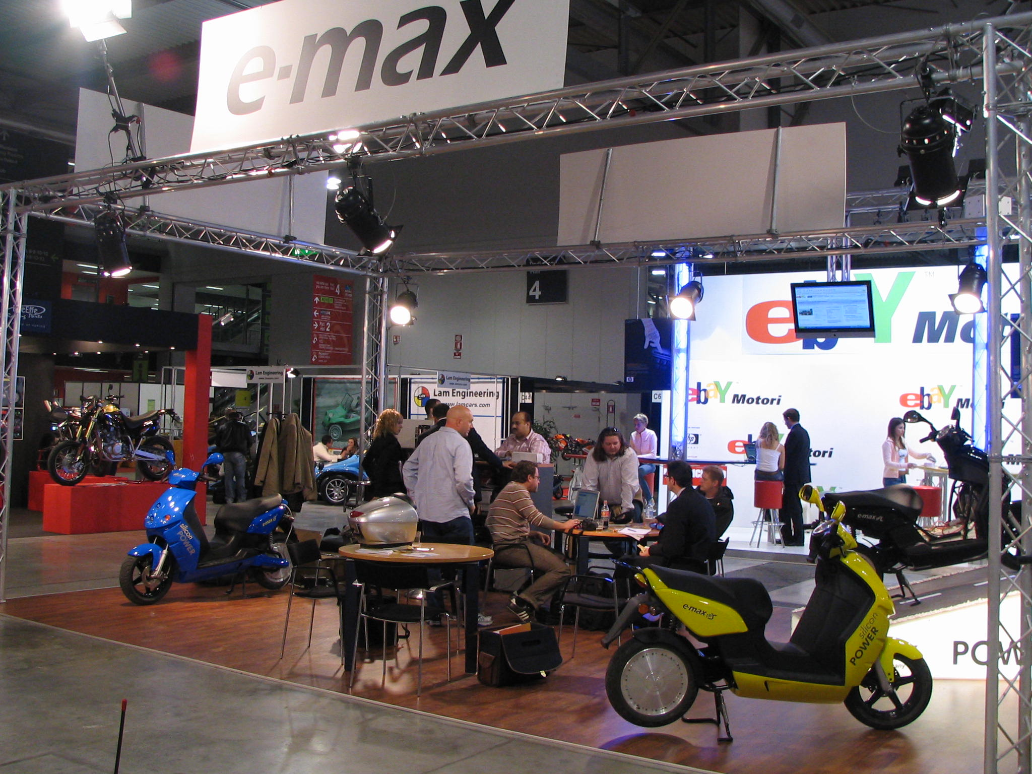 e max messestand eicma 2006. Black Bedroom Furniture Sets. Home Design Ideas