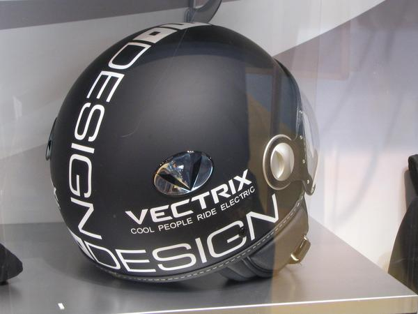 Motorcycle helm: cool people drive electric What cen be more uncool at motorcycle driving than a noisy and smelly 2 stroke engine? The opposit from this are the cool drivers of electric motorcycles.