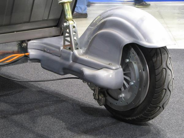 Light car drive Instead of gearing and differential simple 2 wheel hub engines. Each rear wheel has an own 2,5 kW wheel hub engine. This should be very goog in snow.
