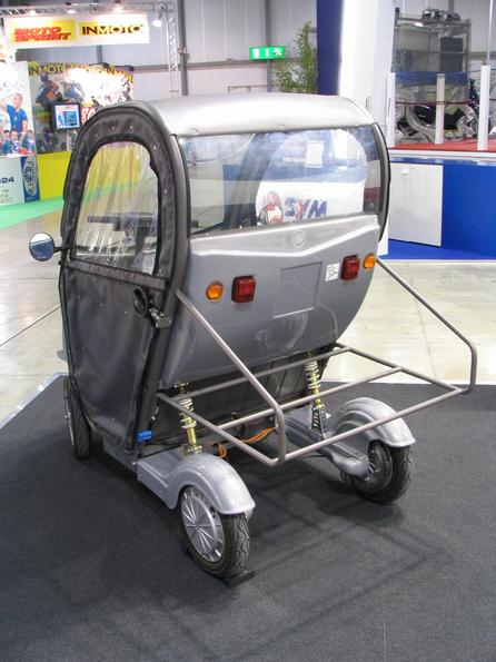 Fair novelty light car Ducati Energia show on the EICMA the light car Free Dug. Behind the outside porter. With only 146cm lenght, athwart parking like propagated by Smart is easy possible.
