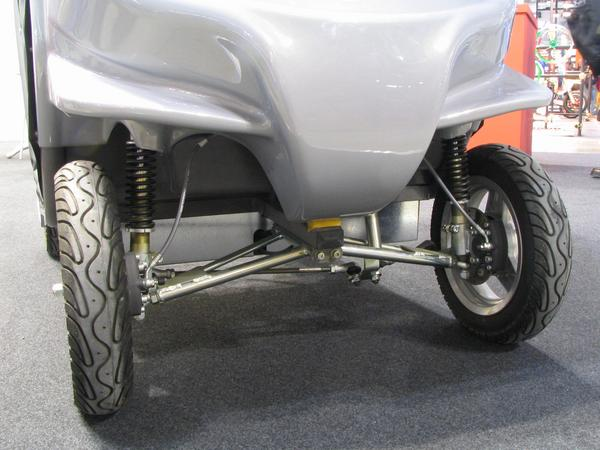 Light car front axle Here the construction of the front axle of the Free Dug from Ducati Energia. The power of simplicity at electric cars. For an all wheel drive, they had only to mount 2 more wheel hub engines.