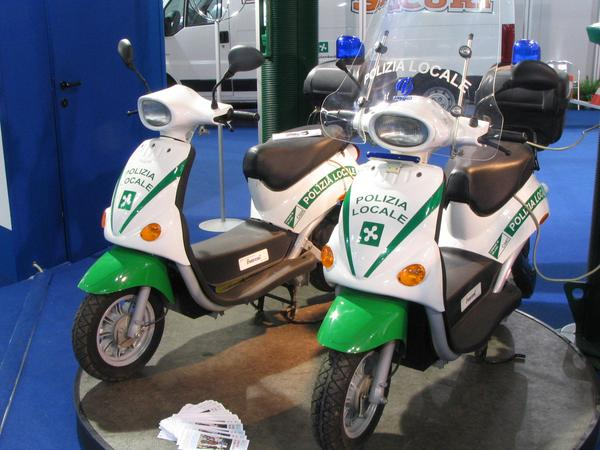 Police scooter from Oxygen On the fair booth of the police are 2 Oxygen electric scooters used by the police in Milan. The vehicles are since years in duty.