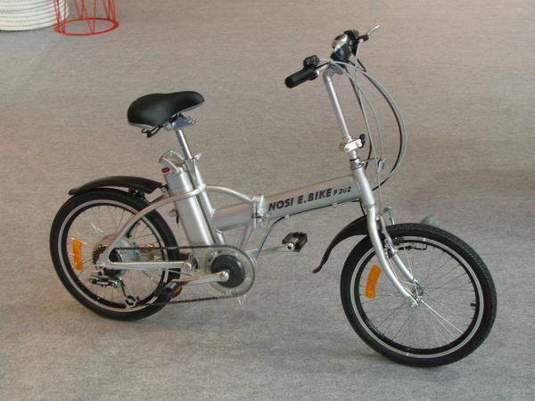 Electric folding bicycle Park and Ride, once in the outskirts park the car and then go on with electric tail wind on the bicycle.