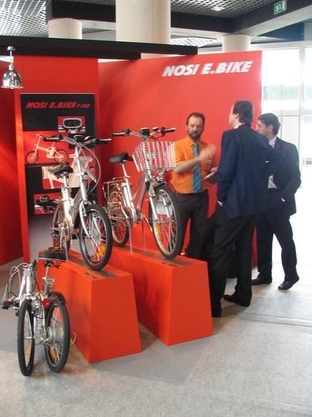 Bicicleta electrica Tan pronto uno comienza a pedalear, el motor electrico comienza a a ayudarlo. Como si fuese una bicicleta empujada tambien por el viento.