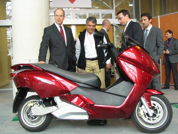 Prince Albert visits an electric Maxi Scooter What may the prince probably have thought at the Vectrix? Maybe about  how much better the inhabitants of his principality could sleep if all motorcycles would be so quiet?
