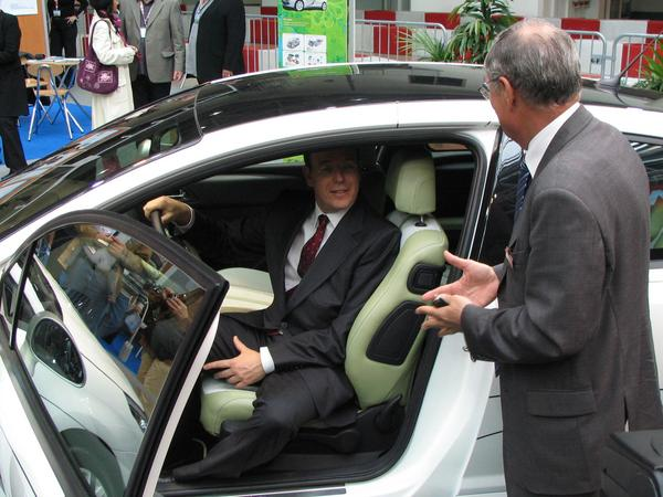 Prince Albert from Monaco in the Citroen C4 HDI With the inspection of the exhibit Saturday, 1st April of midday the C4 HDI  Hybrid was the only vehicle in which the prince has got in.