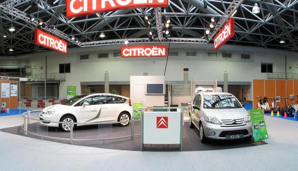 El Citroen en la feria EVER Monaco en 2006 Diesel o electricidad en el C4, gasolina o gas en el C3. Desgraciadamente el C4 carece de alguna caracteristica determinante como tiene por ejemplo el C3, que tiene un segundo tanke que se puede llenar en el garaje.