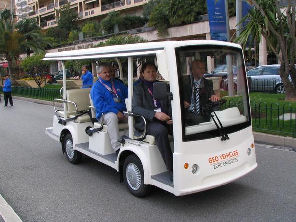 Minibus electrico abierto Este vehiculo electrico es ideal para el transporte de personas para ferias, parques de atracciones, o centros de ciudad.