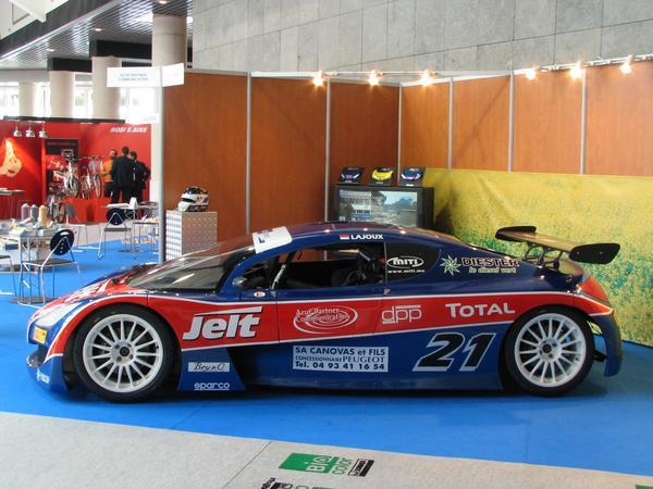 Racing sport series with biodiesel 178 HP from the 2.2 HDI engine have to deal with only 800 kg racing car. The design study Karo to the 25 cars in the RC series was shown on the Genevan motor show in 2002.