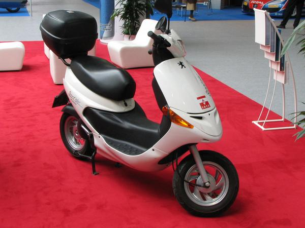 Peugeot electric motor scooter at SMEG While there was nothing to replace an Peugeot 106, there had been 3 companies with 5 different offers to replace 50ccm scooters by electric versions.