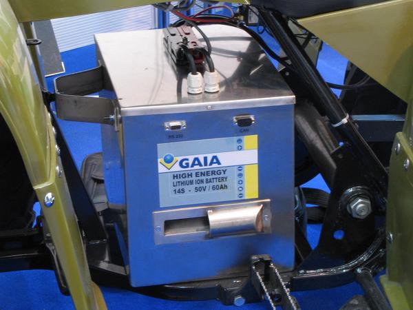 Imbunatatiri a ATV Acest ATV venea dotat cu bateriile lui orginale de plumb, dar Galia le-a inlocuit si testat cu un bloc de 14 baterii de litiu de 60 Ah .