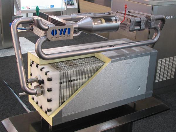 Acumulatori de combustibil cu motorina Aceasta instalatie de reformare catalitica preia hidrogenul din motorina si-l duce in acumulatorul care-l transforma in energie electrica. Pentru inceput s-a reusit o stocare de 4 kw APU.