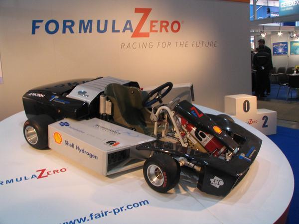 Formula zero sustituie la Formula 1 para inovar Por fin un deporte de carreras con inovaciones.  La Formula 1 fue innovadora en su momento para la tecnologia auto pero ahora la tecnologia punta ya no encaja con la formula 1 .