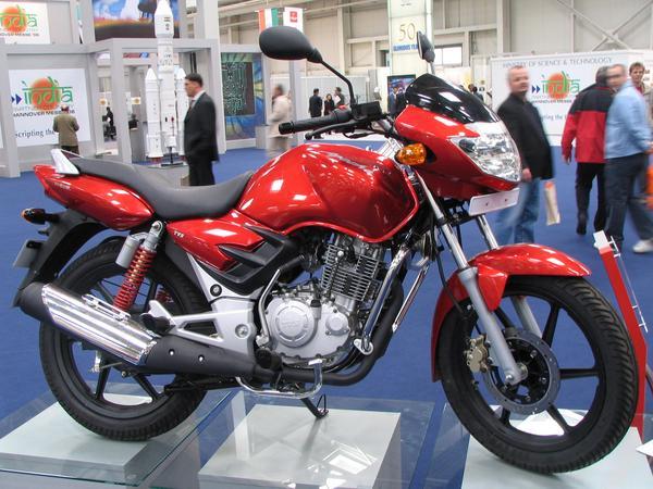 India motocicleta Motocicleta indiana TVS Apache , racire pe aer, 150 cmc, un cilindru, 4 timpi, 5 viteze, si 10 kw.