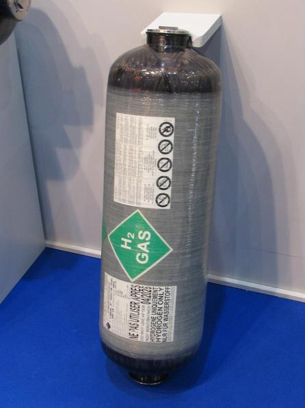 Rezervorul de gas hidrogen Aceasta butelie de gas hidrogen este facuta sa reziste la o presiune de 700 bar. Cel mai mare model incorporeaza 32 kg. 5,4 % din masa e depozit de hidrogen.