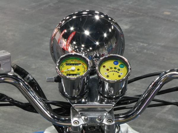 Instruments retro design scooter Headlights and 2 round instruments from the retro design scooter from EVT. Modern technology wrapped in the design of the fifties of the last century.