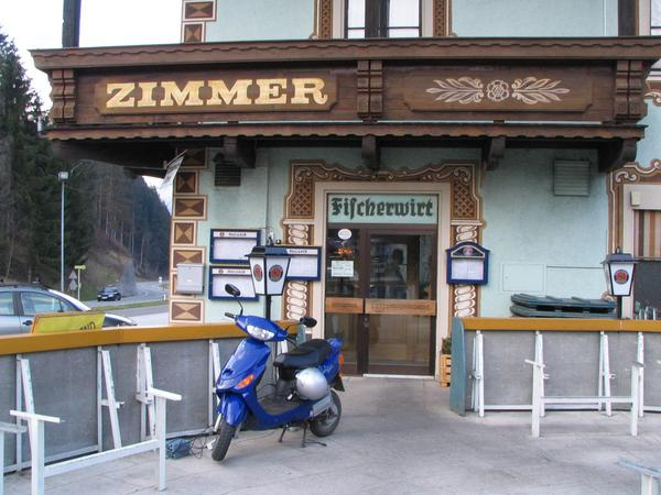 Fischerwirt near Bischofshofen At the ascent falls the fuel gauge in the red ara. I say in the service  ''An alcohol free beer and electric power''. For 1180 Wh electric power , I give 20 Cent tip.