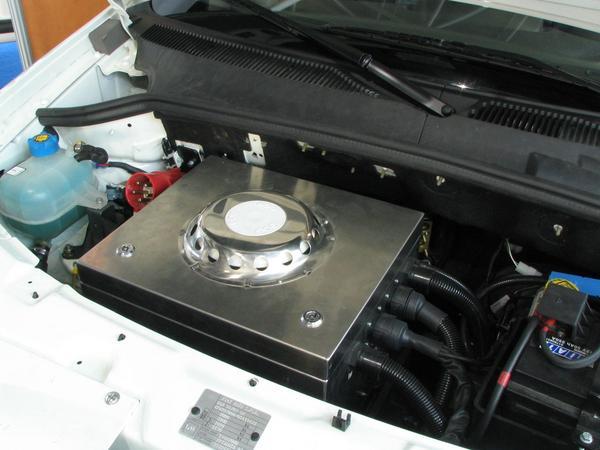 Motorul de la Fiat Doblo In partea de sus se gaseste placa electronica de control iar dedesubt motorul electric.