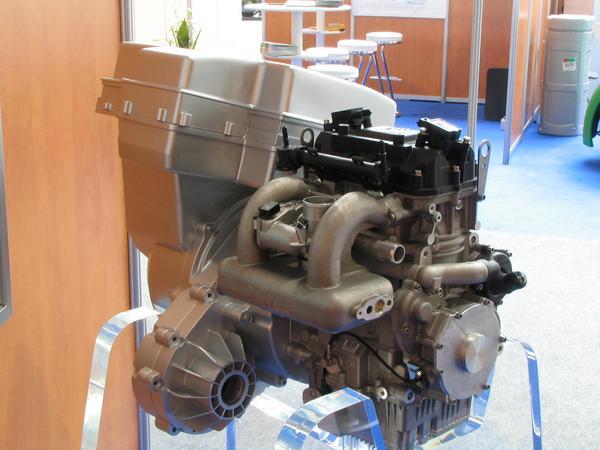 Conduccion hibrida para Renault Kangoo Este motor electrico de 60 kw es alimentado por dos sistemas , uno es el generador electrico que provee 20 kw y el otro el motor de combustion de gasolina y etanol. Trabajo en equipo.