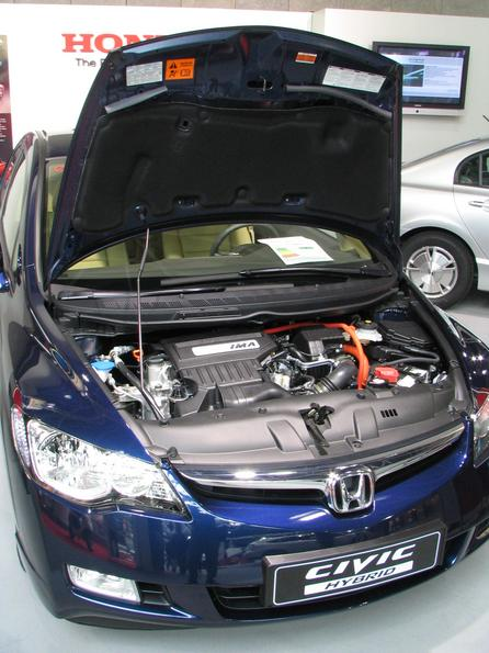 Motorul de la Honda Civic Motorul de la Honda Civic cu sistemul de asistenta IMA incorporat.